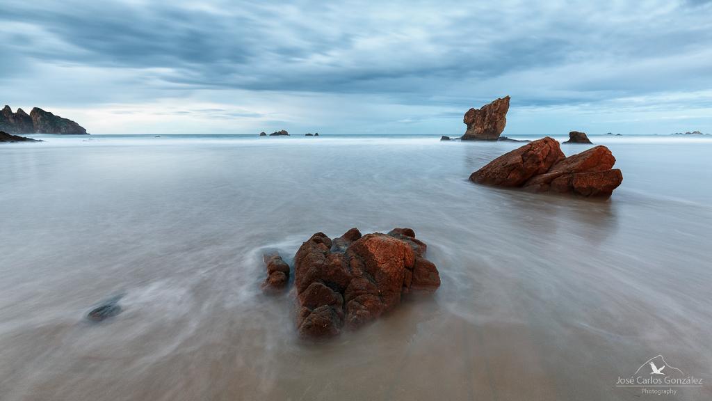 Mar y rocas