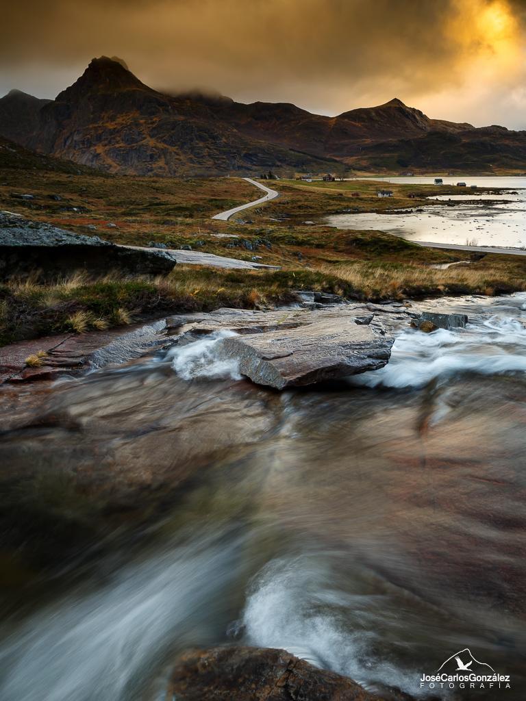 Islas Lofoten - El arroyo y la piedra