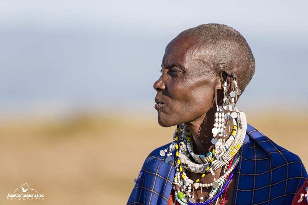 Poblado masái - Mujer masái